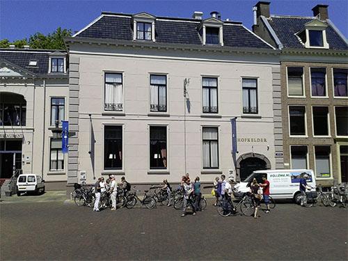 Fietsen van Verhuurbedrijf Hollema voor hotel 'Het Stadhouderlijk Hof' te Leeuwarden.